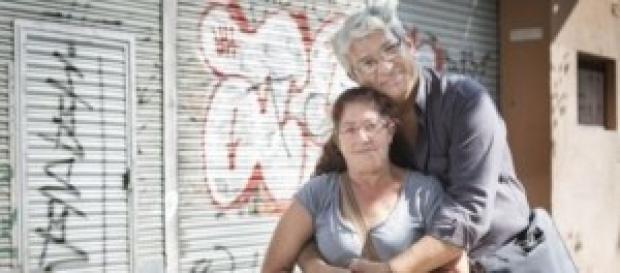 Héctor y María abrazados