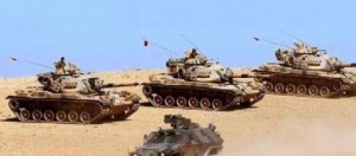 Carri armati tuchi sulla frontiera con la Siria