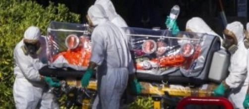 Ebola, tute con maniche troppo corte