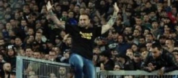 Misure più dure contro i violenti allo stadio