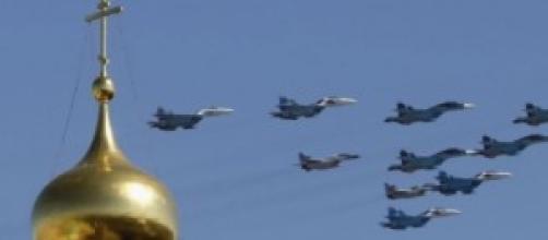 aerei russi in volo sul Cremlino