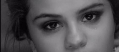 Selena Gomez llora en su último videoclip.