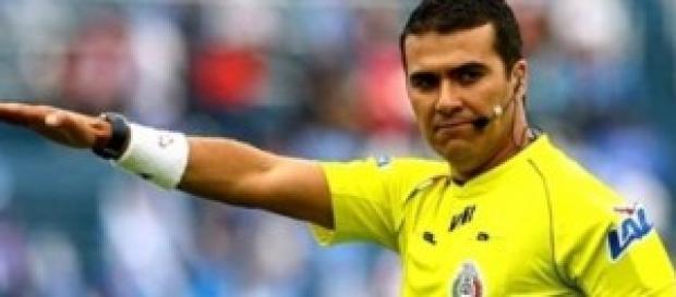 Los árbitros exigen pero no cumplen