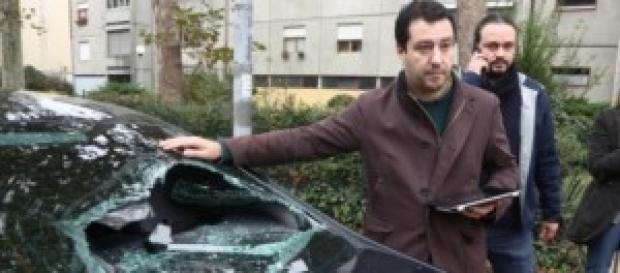 Salvini di fronte al danno arrecato alla sua auto