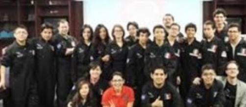 Delegación de estudiantes mexicanos de RobotiX.