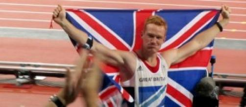 Greg Rutherford winning gold