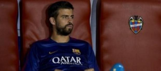 Piqué, en el banquillo. Foto: La Vanguardia