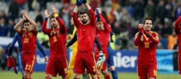 Los jugadores de la selección saludando