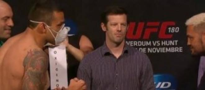 Pesagem oficial do UFC 180.