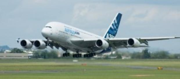 Airbus A380 del consorcio despegando