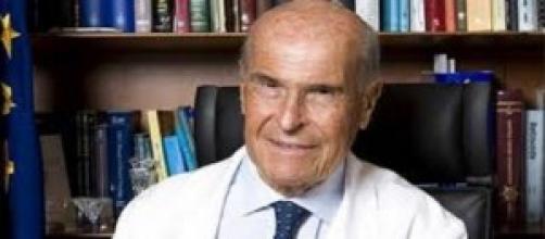 Il famoso oncologo Umberto Veronesi