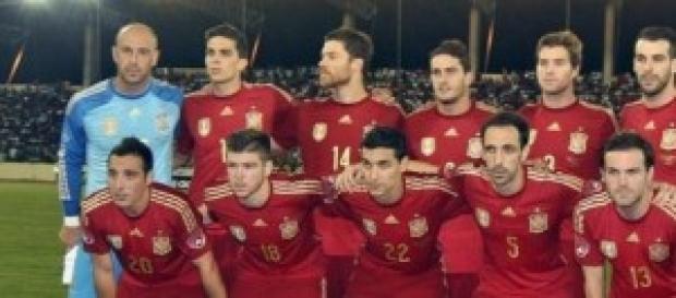 Una España en fase de pruebas juega hoy.