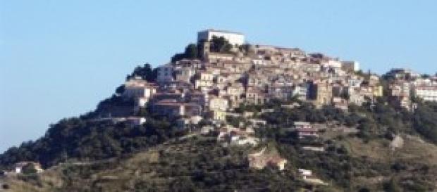 Vicesindaco di Castellabate investe uomo e scappa