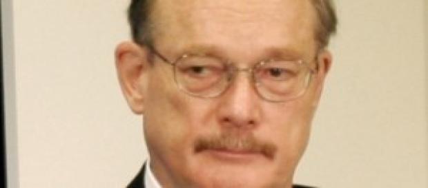 L'Ambassadeur John E. Lange, soucieux du travail