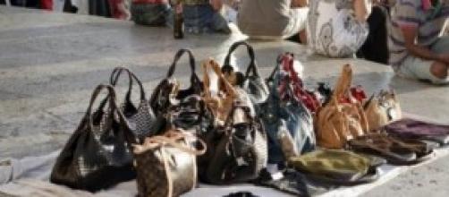 Napoli, sgomberati commercianti abusivi