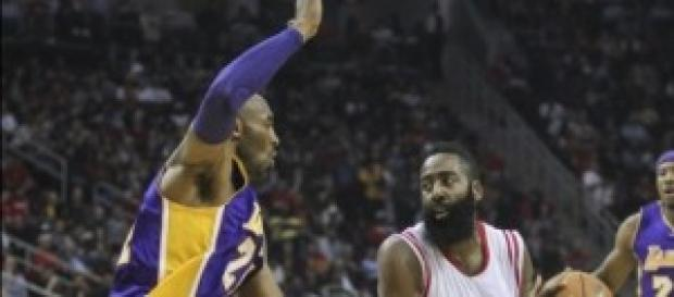 James Harden defendido por Kobe