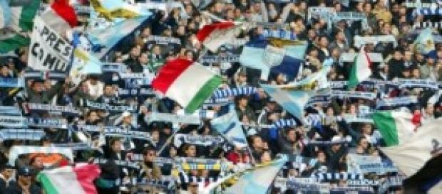 La carica dei tifosi della Lazio