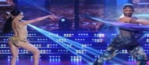 Piquín baila danza árabe en Bailando.