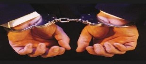 Van a la cárcel por comisión de delitos.