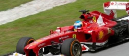 Fernando Alonso en su viejo Ferrari.