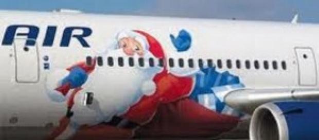 Un aereo con decorazione natalizia: opportunità