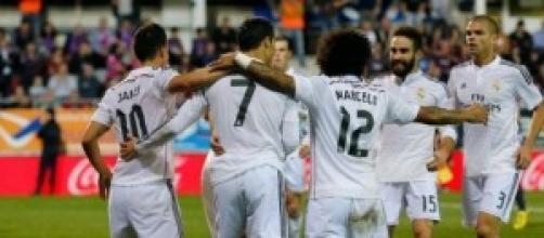Los jugadores madridistas celebran un gol