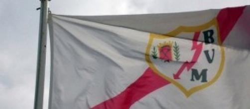 La bandera del Rayo Vayecano ondea orgullosa.