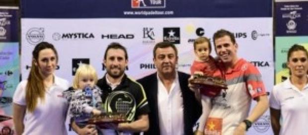 Grabiel y Navarro, con sus trofeos de campeones