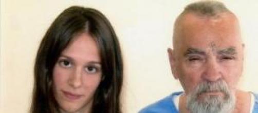 Charles Manson (80) junto a su enamorada (26)
