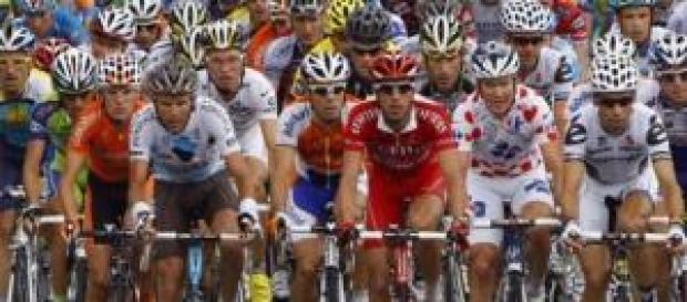 Ciclistas iniciando una etapa