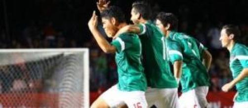 Con el rosario en la mano, México pasa a la final