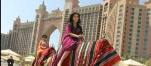 Kim y su paseo en camello por Dubai.