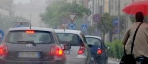 Una città sotto la pioggia