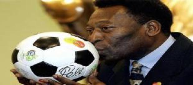 """El Rey """"Pelé"""", ingresado en la UVI"""