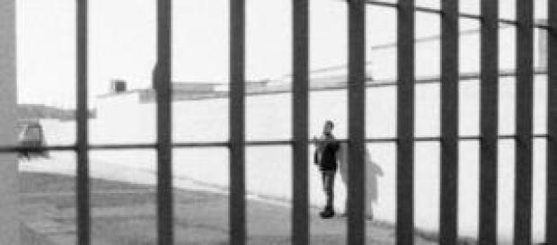 Guardie carcerarie incinte dello stesso detenuto