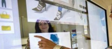 Espejo inteligente en un local de Rebecca Minkoff
