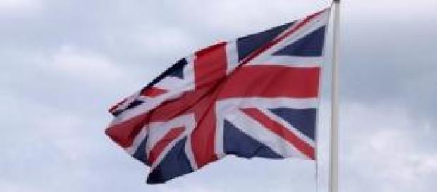 Cameron: controllo immigrazione nel Regno Unito
