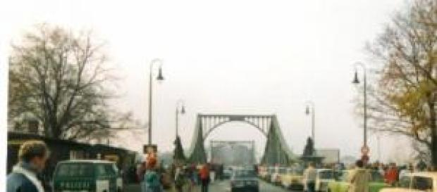 El puente que da título al film en 1989.