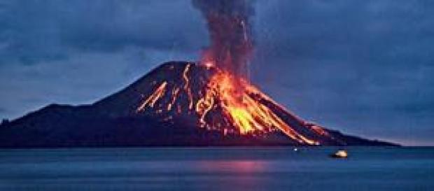 Erupção vulcânica assola a Ilha do Fogo