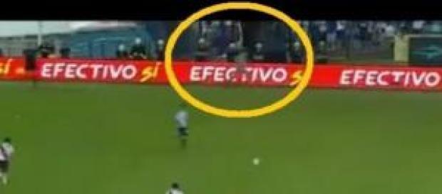 Fantasma durante partita calcio Argentina: Bufala?