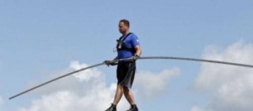 Nik Wallenda bate dos récords en las alturas.