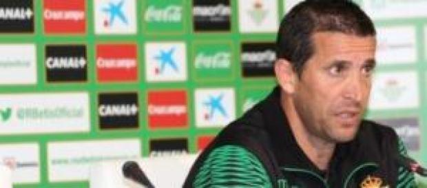 Juan Merino en sala de prensa.