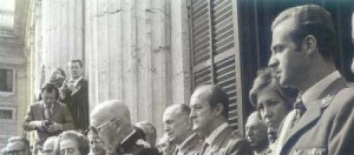 El rey Juan Carlos de joven con sus amigos.