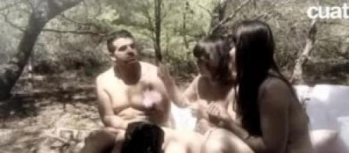 Un Adán y dos Evas, buscan el amor