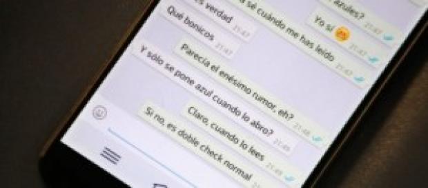 Whatsapp y los dos ticks azul de mensaje leído.
