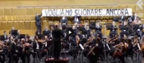 I licenziati dell'Opera manifestano loro disagio
