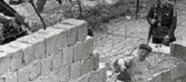 Costruzione Muro di Berlino Est ed Ovest nel 1961