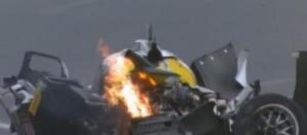 Carro de Mark Webber após colisão.