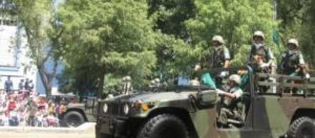 Convoy del ejército en la calle