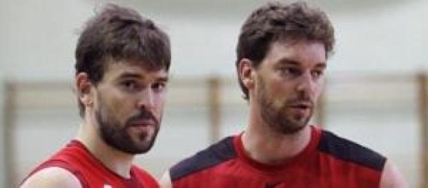 Marc y Pau durante un entrenamiento con España